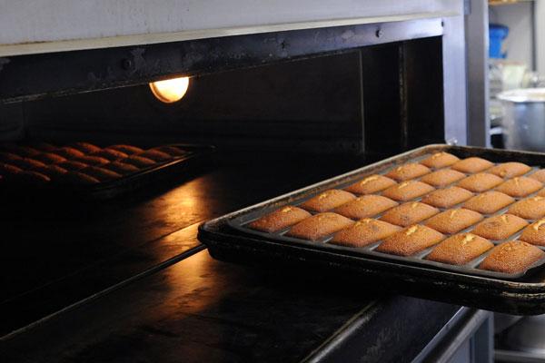香り豊かな発酵バターを使用したしっとり焼き菓子