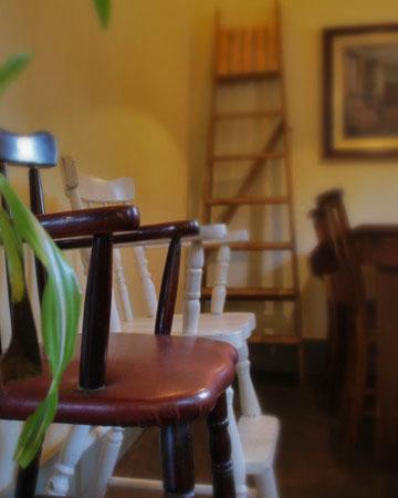 個室にはテーブル席とソファー席があります。
